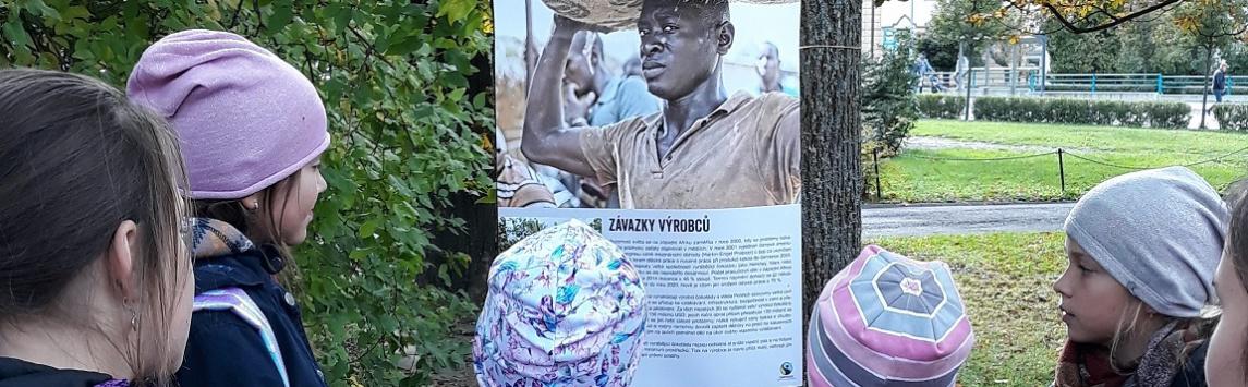 Více než stovka parků a náměstí hostila výstavu fotografií o životě a problémech pěstitelů kakaa